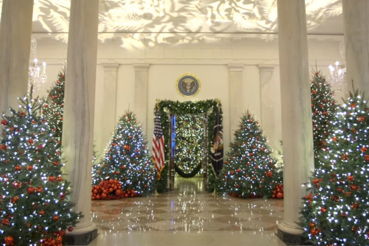 white house Christmas decor