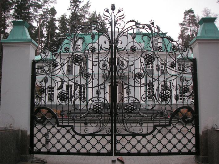 contemporary gate design