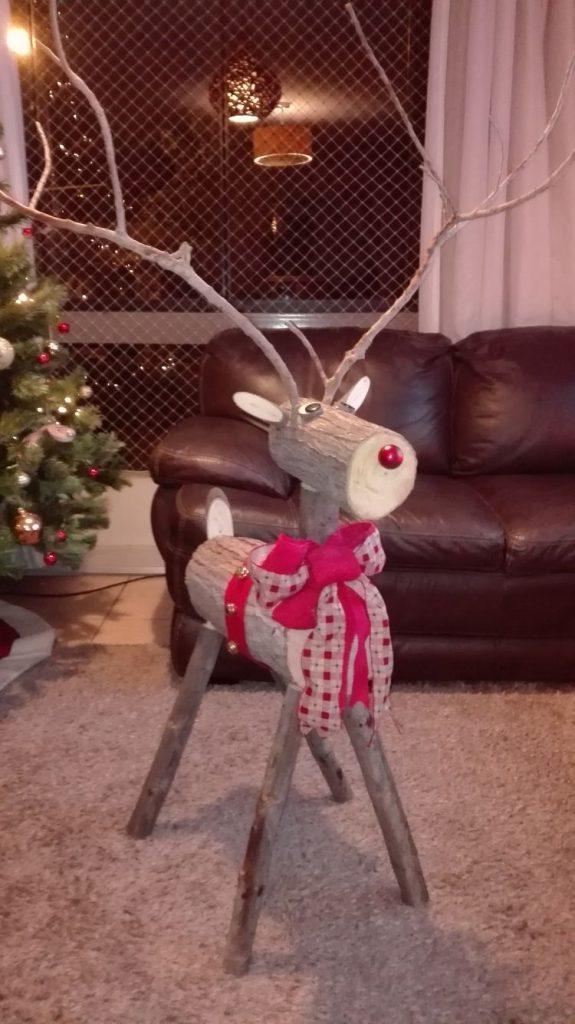 cue log reindeer