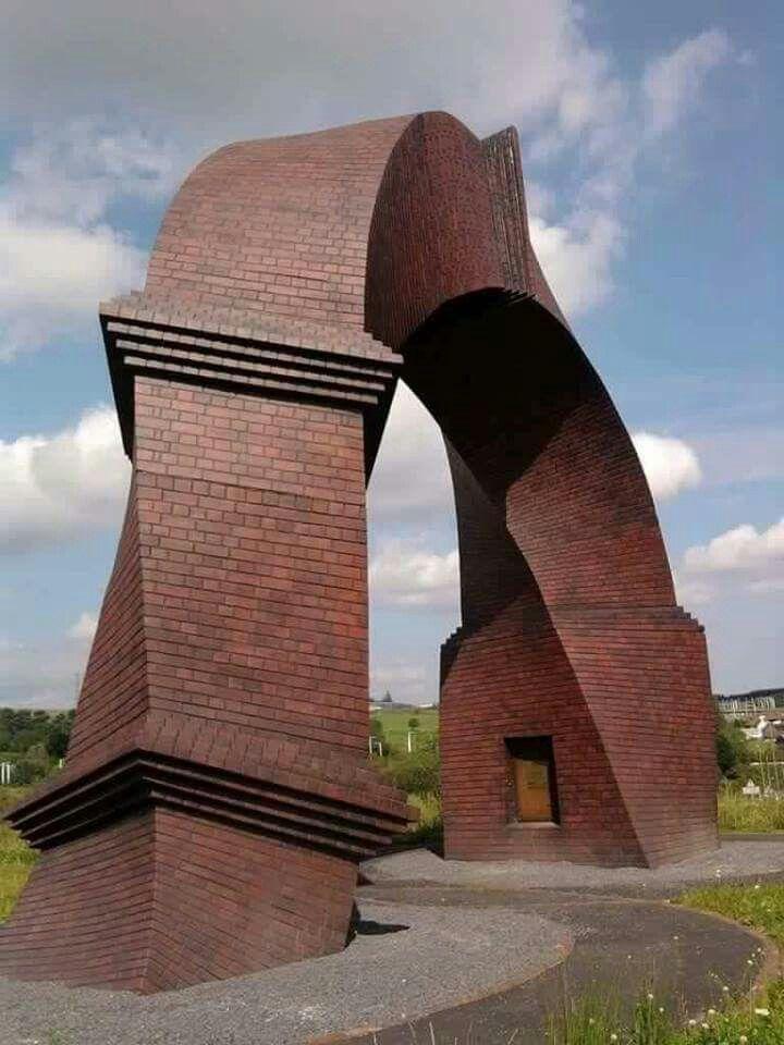 twisted gate design