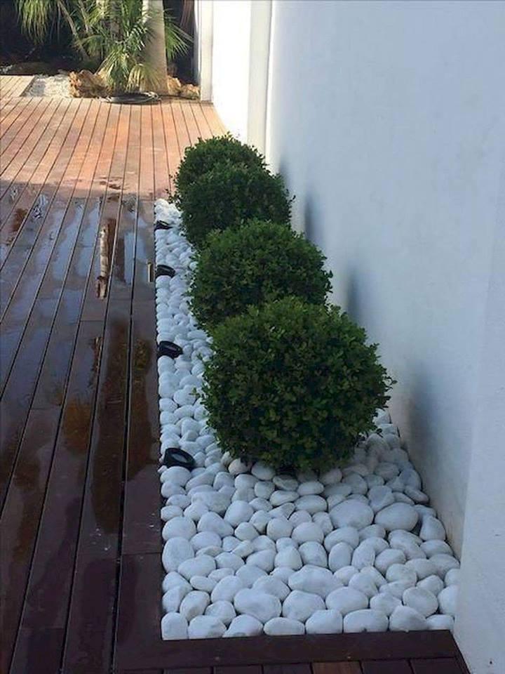 garden pebble edging