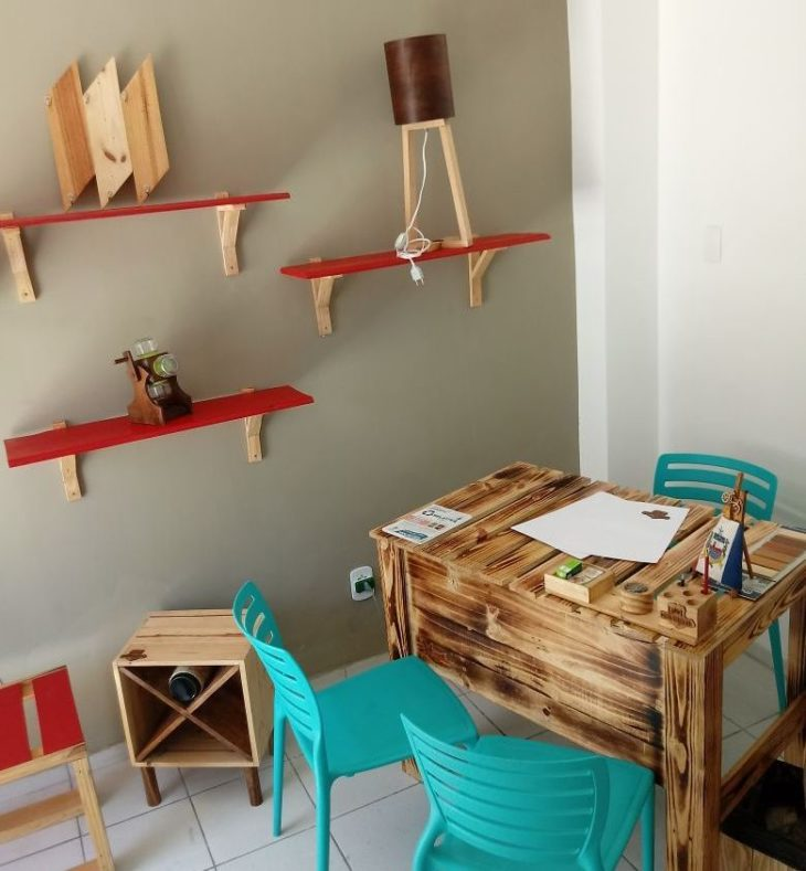 home office table made of wooden pallets