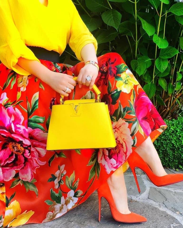 orange heels and yellow bag