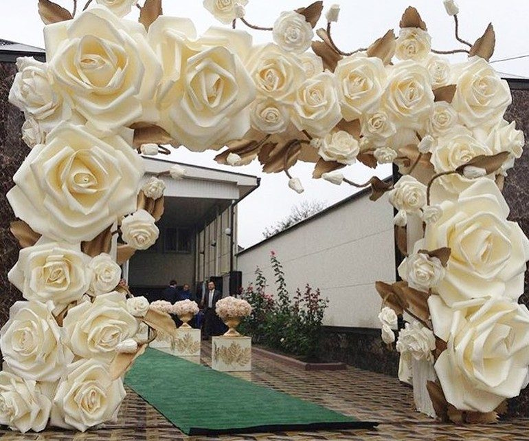 Inspirative wedding Decor With Paper Flowers