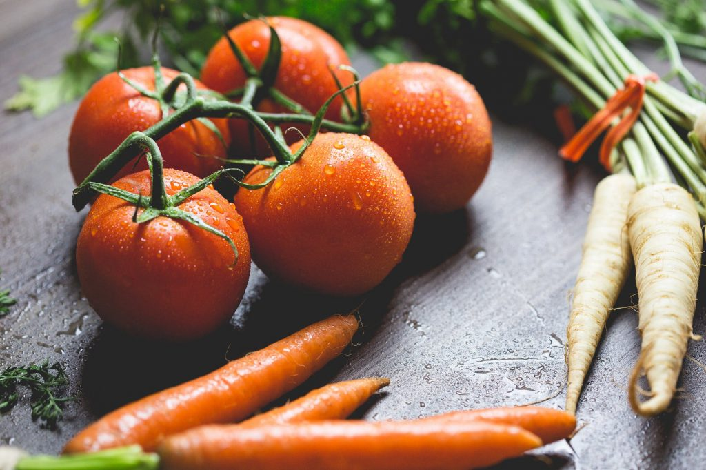 carrots and tomatoes to delay woman's skin aging